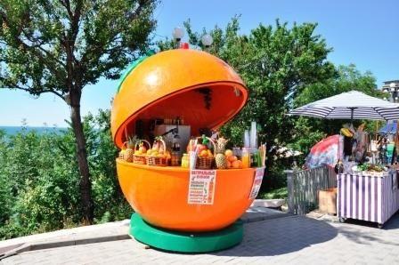 Павильон апельсин на колесах